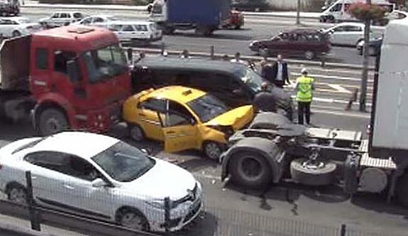 Yenibosna'da zincirleme trafik kazası