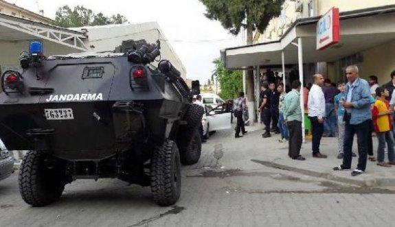 Yüzü maskeli kişinin saldırısına uğrayan polis ağır yaralandı