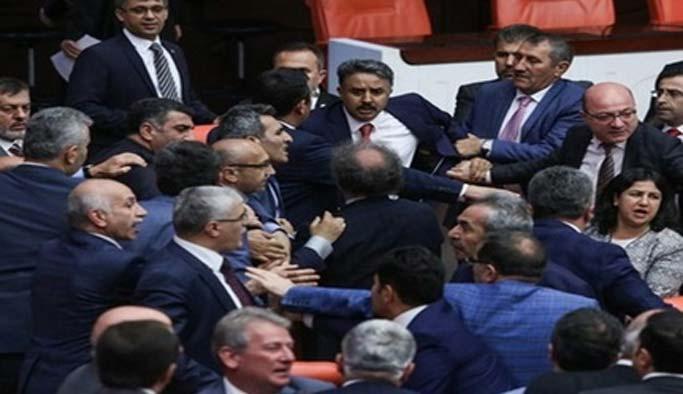 AK Parti ve HDP'li vekillerden yumruklu kavga