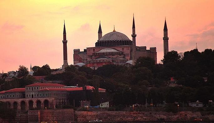 Almanya: Ayasofya'nın kullanımı Türkiye'nin meselesi