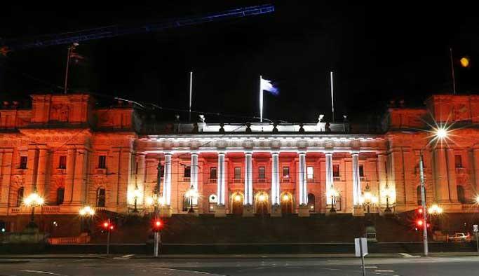 Avustralya'da binalar kırmızı-beyaz