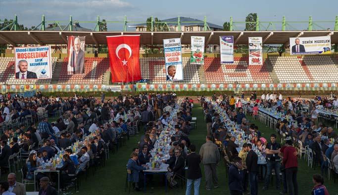 Başbakan, Ağrı Stadyumu'nda halkla iftarda buluştu