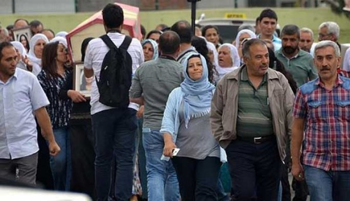 Terörist cenazesindeki HDP'lilere inceleme