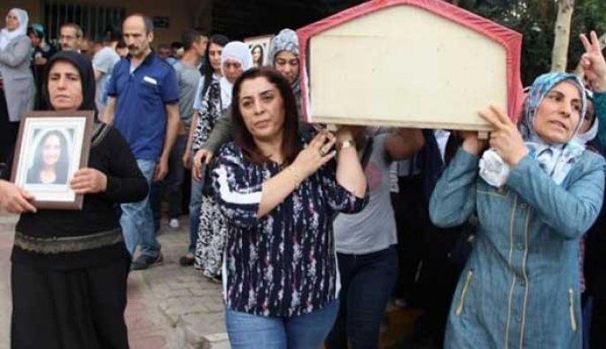 Canlı bombanın cenazesini HDP'liler taşıdı