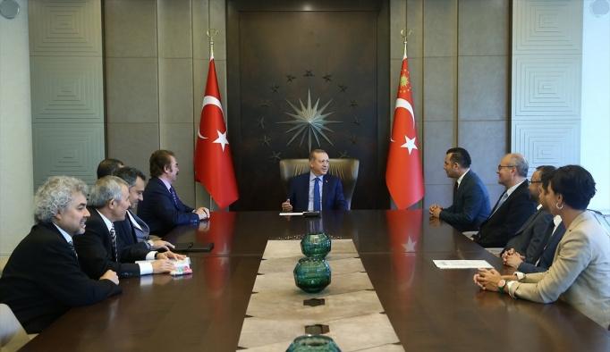- Cumhurbaşkanı Erdoğan'ın sanatçıları kabulü
