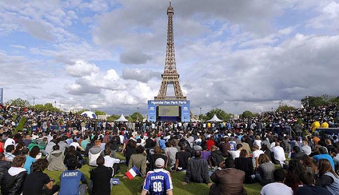 EURO 2016 öncesi Paris'te 'saldırı' alarmı