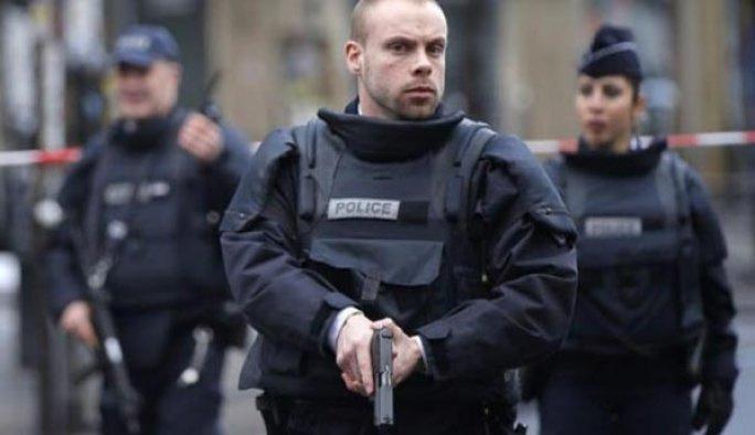 Fransa'da turist otobüsüne saldırı:  6 yaralı