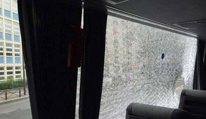 Fransa'da Türk taraftarlara taşlı saldırı