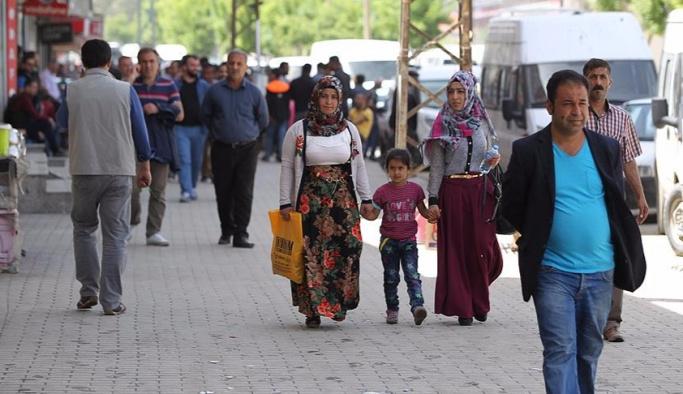 30 bin kişi Yüksekova'ya geri döndü