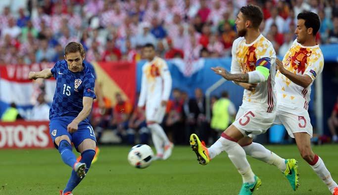 Hırvatistan, İspanya'yı yenerek lider oldu