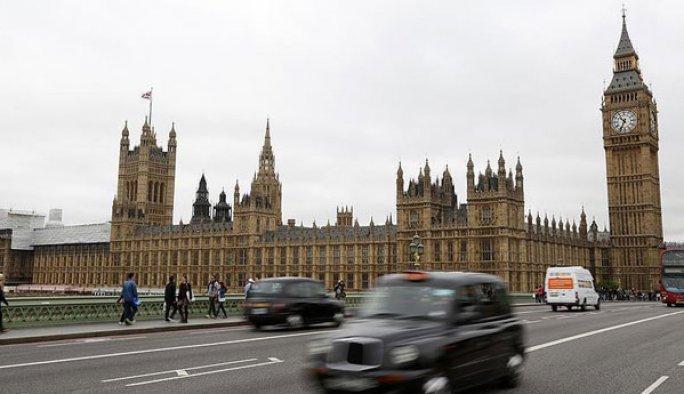İngiltere'den Fransa'ya gidecek vatandaşlarına uyarı
