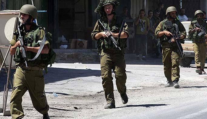 İşgal üçleri Filistinli gazeteciyi gözaltına aldı