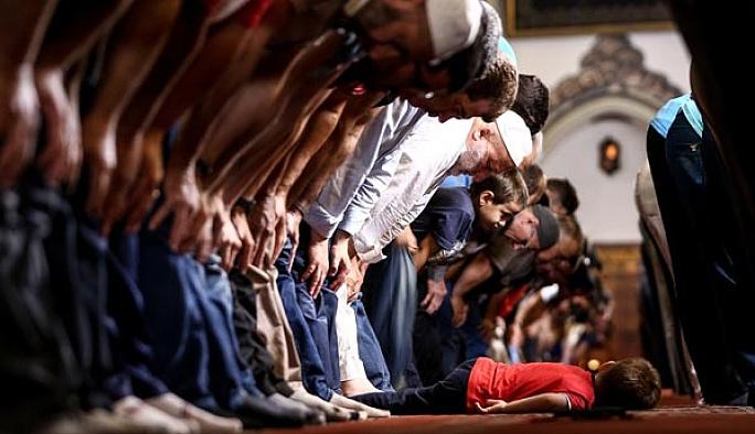 İstanbul'da ilk teravih namazı kılındı