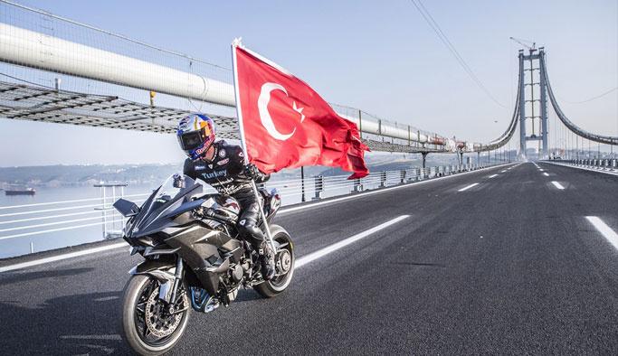 Kenan Sofuoğlu 'Osmangazi'yi 400 kilometre hızla geçti
