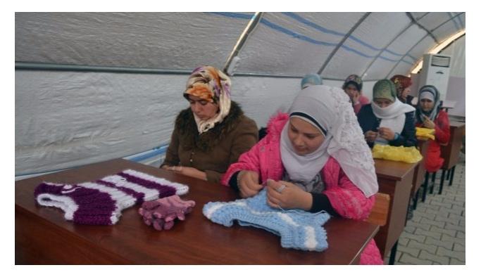 Mültecilerin rızık kapısı çadır dükkanlar