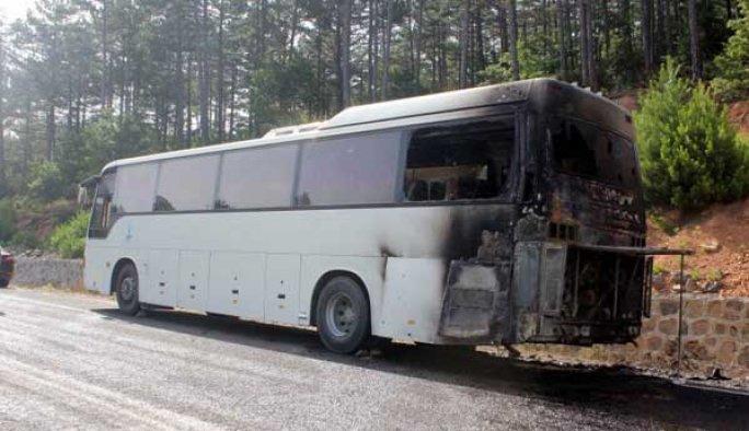 Öğrenci taşıyan gezi otobüsü yandı