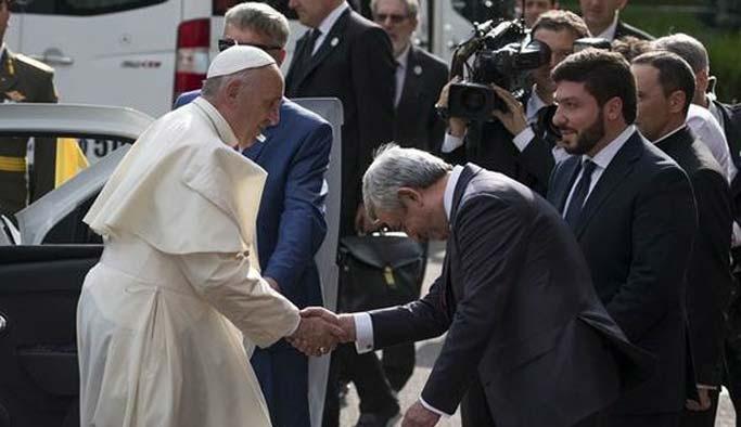 Papa, Ermenistan'da 'soykırım' dedi
