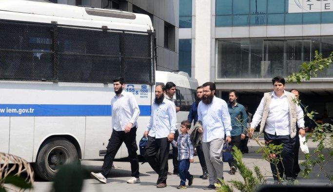 Paranoya: Sakallıları taşıyan otobüse el kondu