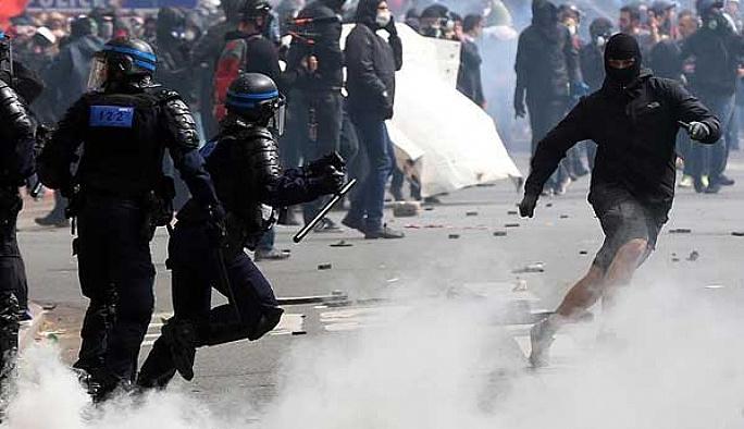 Paris'te polis ile göstericiler çatıştı: 40 yaralı