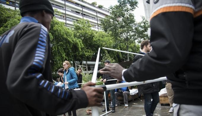 Paris'te sığınmacıların yaşam mücadelesi
