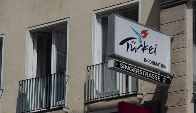 PKK'lılar Viyana'da Türk temsilciliğini işgal etti