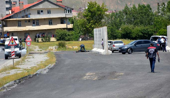Polise saldıran üç PKK'lı öldürüldü