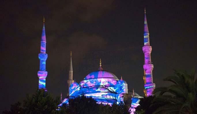 Sultanahmet Camii'nde görsel şölen