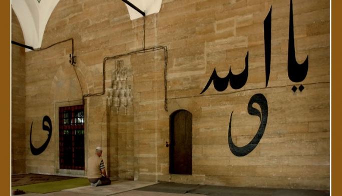 Tarihi camide asırlık duvar yazıları FOTO