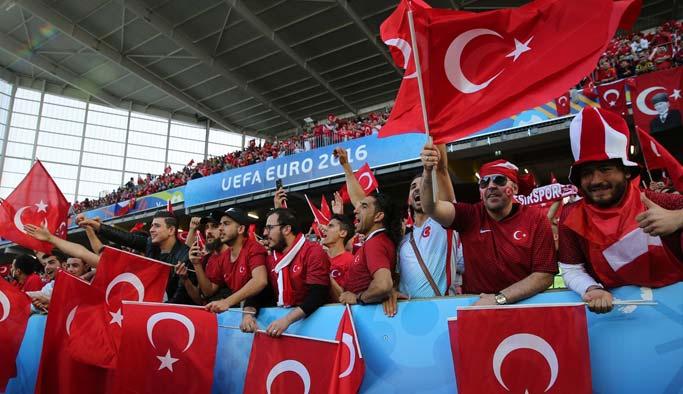 Türkiye, Çekleri yendi, gruptan çıkma ihtimali doğdu
