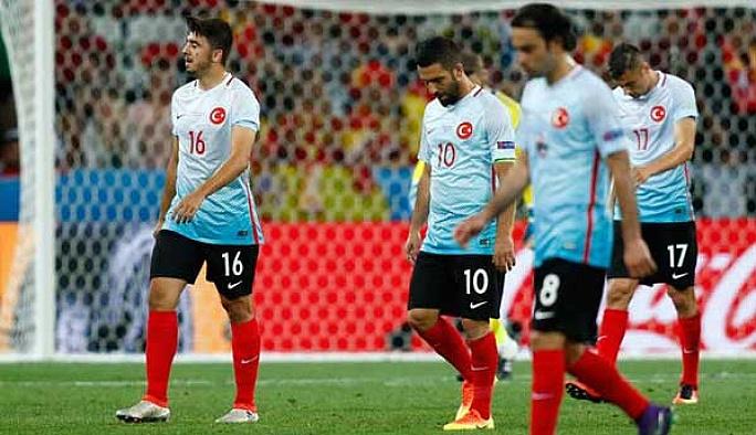 Türkiye İspanya'ya büyük farkla yenildi