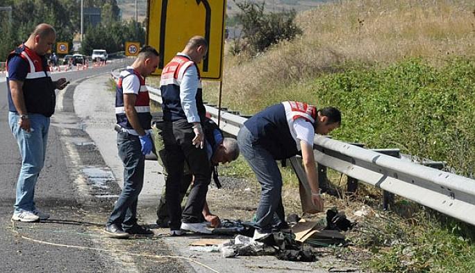 Yol kenarında iki canlı bomba yeleği bulundu