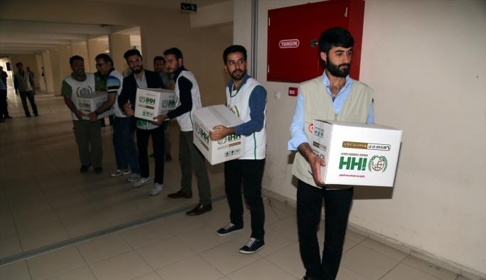 Yüksekova'da terör mağduru ailelere gıda yardımı