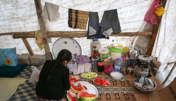 Yüksekovalılar ilk iftarı çadırda açtı