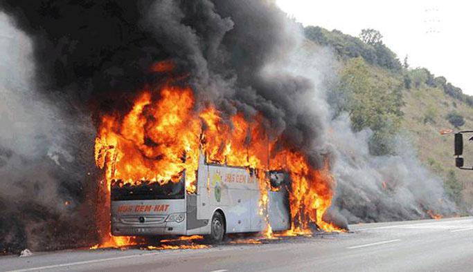 34 kişiyi taşıyan otobüs alev alev yandı