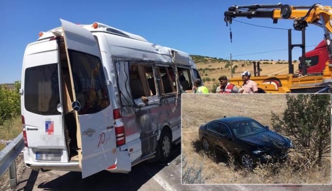 Adil Gür öğrenci servisine çarptı: 14 yaralı