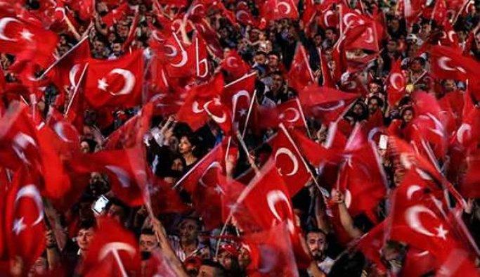 Aksaray'da 'demokrasi nöbeti' devam ediyor