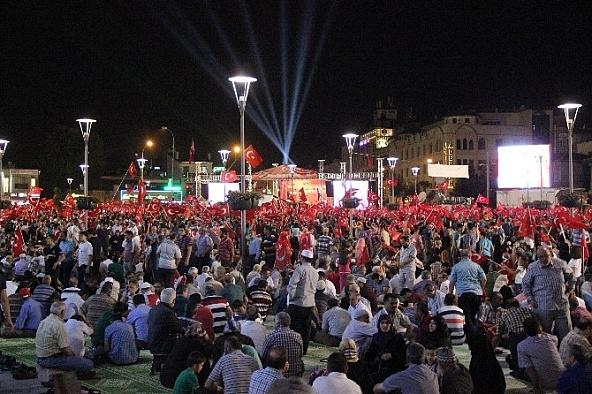 Aksarayda Demokrasi nöbeti devam ediyor
