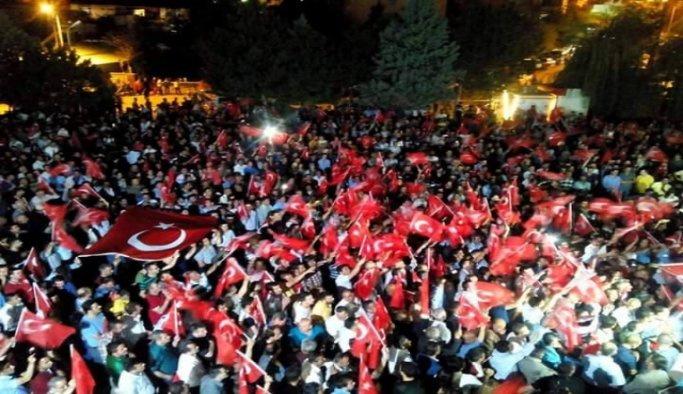 Antalya'da 'demokrasi nöbeti' devam ediyor
