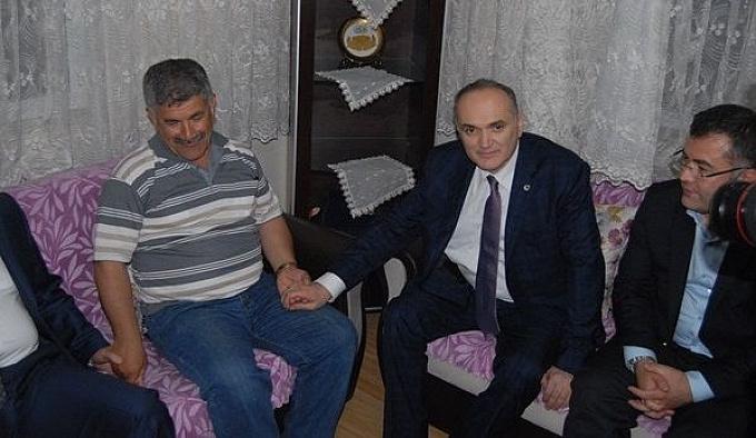Bakan Özlü Diyarbakır şehidi'nin ailesini zayaret etti