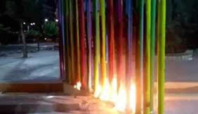 Belediyenin 'eşcinsel parkı' ateşe verildi