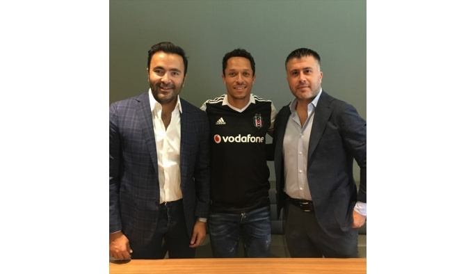 Beşiktaş'ın yeni transferi Adriano: