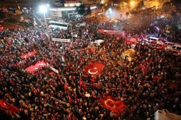 Bursa'da demokrasi nöbeti