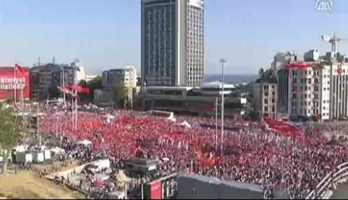 CHP'liler el kaldırarak 'demokrasiyi kurtardı'