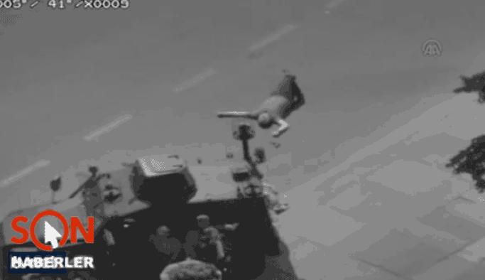 Darbeciler elleri havadaki kadına da acımadı VIDEO