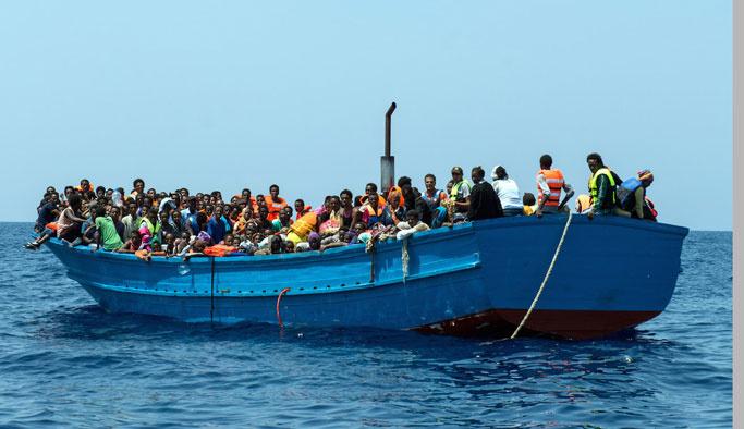 İtalyan polisi 3 bin sığınmacıyı kurtardı