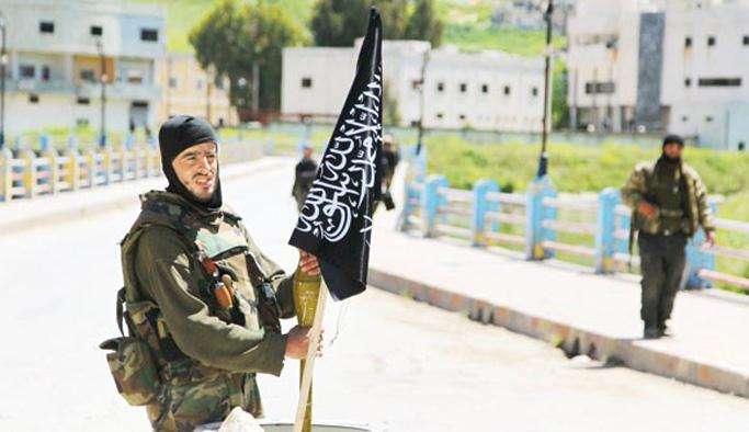 El Nusra örgütü kendini feshetti