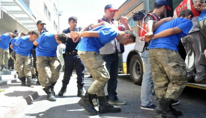 Elazığ'da 9 asker gözaltına alındı