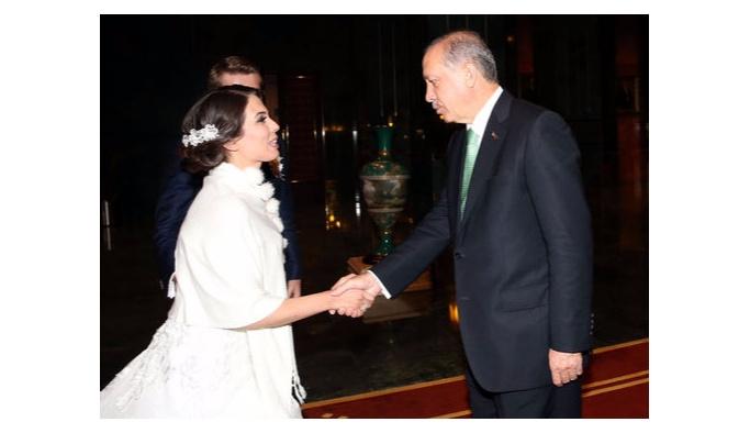 Erdoğan, nöbete katılan gelin ve damadı Külliye'de ağırladı