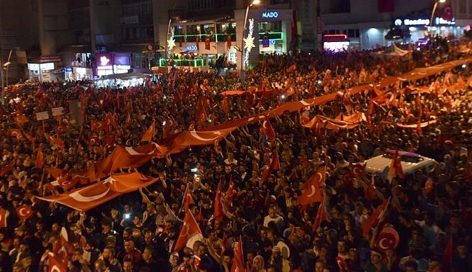 Erzurum'da demokrasi nöbeti sürüyor