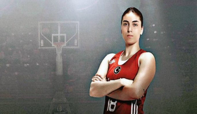 Fenerbahçe'nin yeni transferi Ayşe Cora: